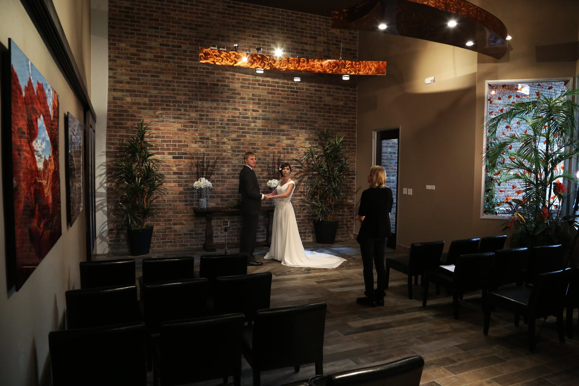Las Vegas Wedding Chapels.Wedding Officiant Package